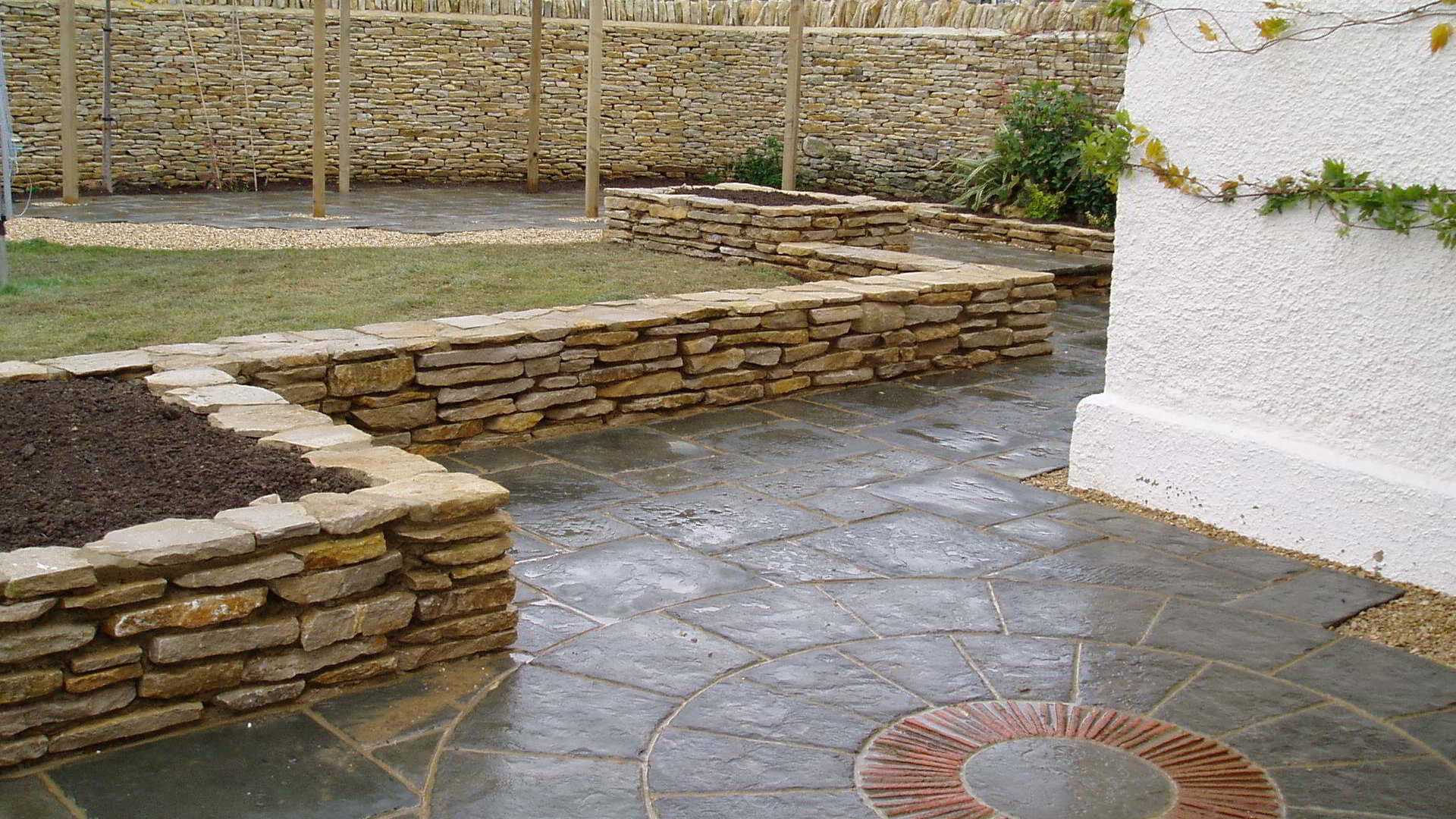 We Can Provide You With Multiple Choices For Your Patio Including Standard  Paving To A Variety Of Slabs, Circles And York Stone Options.